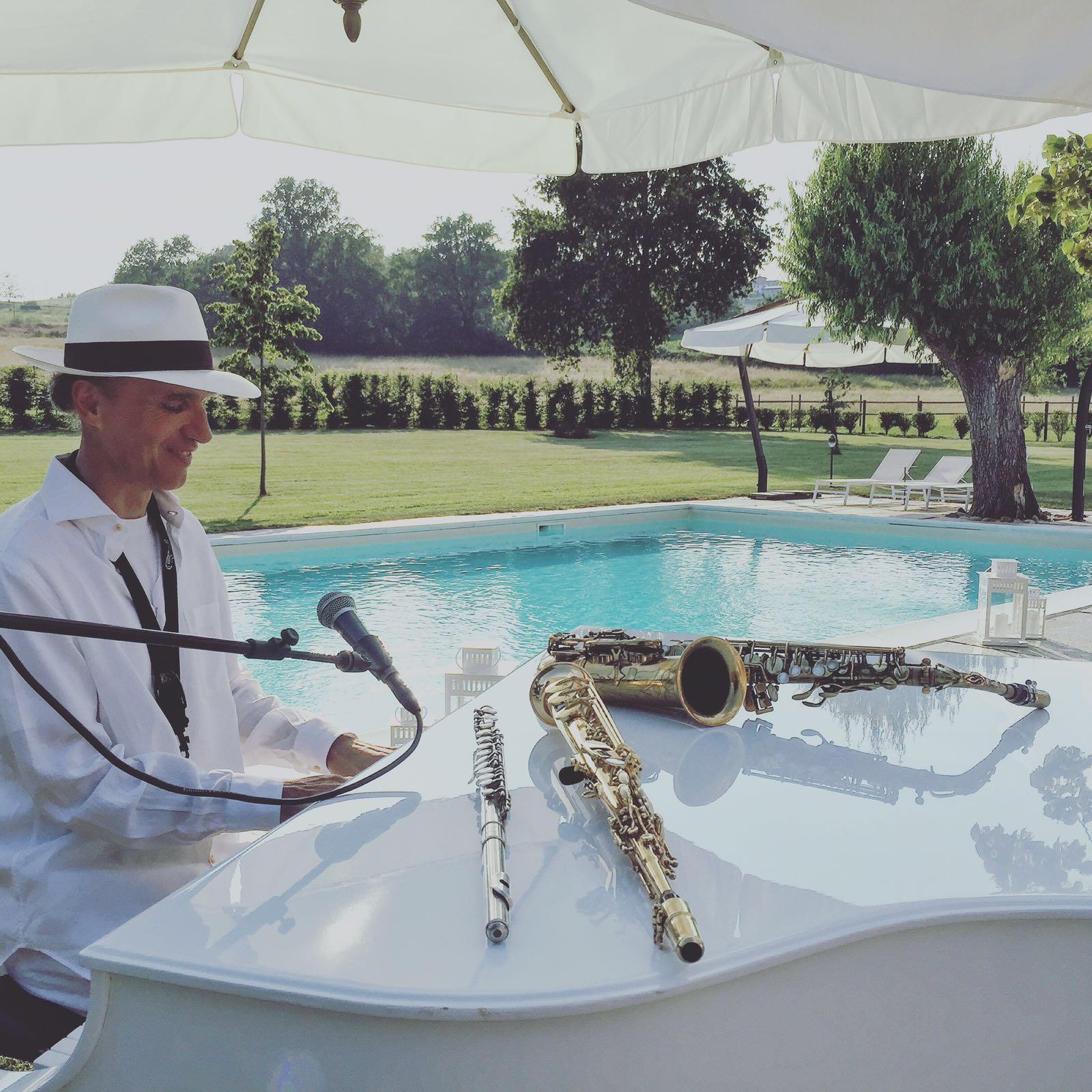 Giorgio Porfirio aperitivo musicale a bordo piscina
